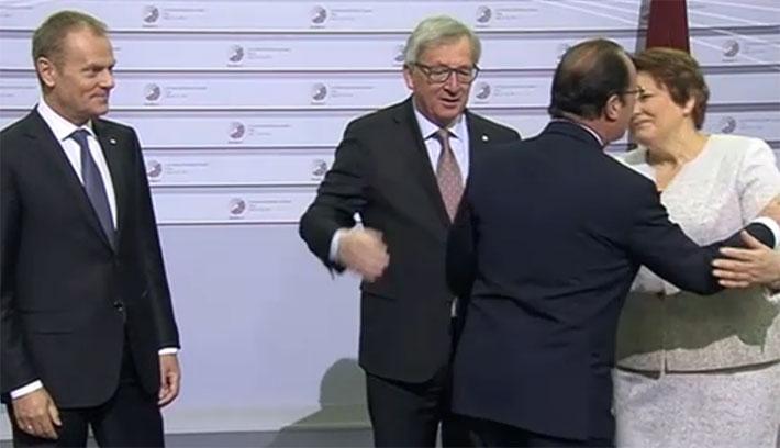 Így bántalmazta az EB-elnök Juncker a fél Európát