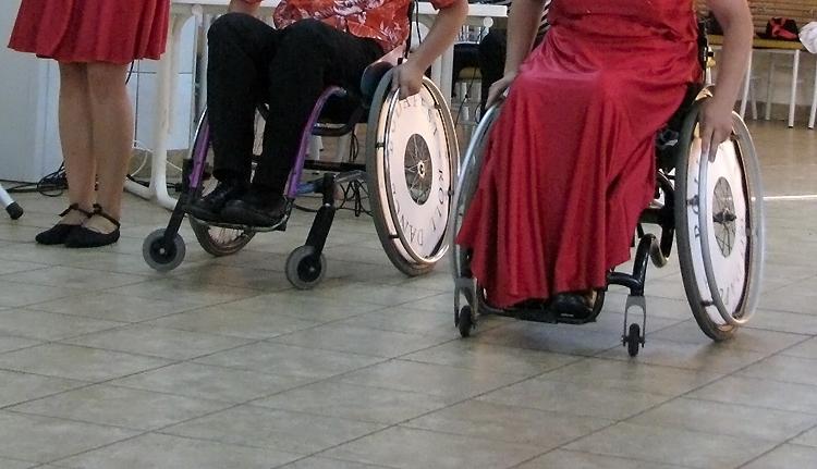 Bérpótlékot kapnak a fogyatékkal élők