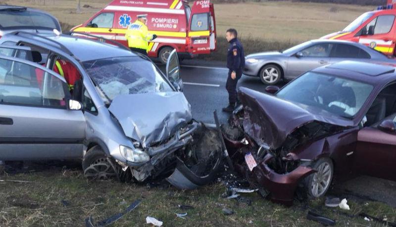 Szabálytalanul előzött a tapasztalatlan autós, rögtön tíz embert juttatott kórházba